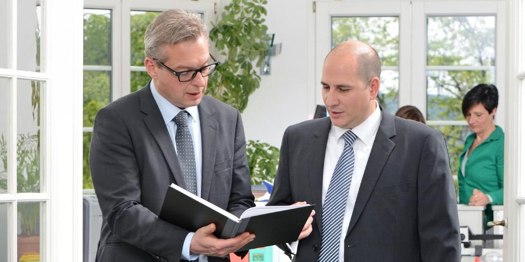 Steuerberater, Beratungsgespräch & Lohnbuchführung Stuttgart, Deutschland bei Dr. Harder & Kollegen